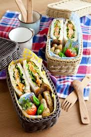 picnic basket ideas best 25 picnic baskets ideas on picnic ideas pinic