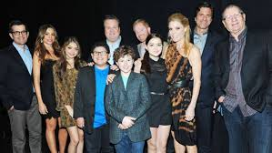 modern family cast reaches deal to end salary standoff