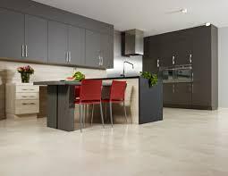 laminat in der küche laminat in fliesenoptik hochglanz bis matt für badezimmer