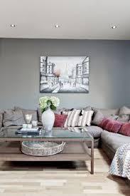 blåfargen byge fra jotun på stueveggen i skandinavisk interiør