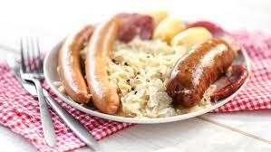 cuisine alsacienne traditionnelle recette la choucroute garnie à l alsacienne dite à la