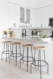 cuisine carrelage metro credence cuisine noir et blanc peindre le carrelage duune crdence