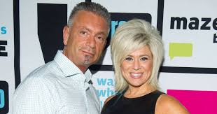 how ols is theresa csputo theresa caputo larry living on opposite coasts after split