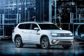 volkswagen unveils tiguan atlas in detroit while touting