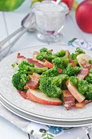 cuisiner brocolis a la poele poêlée de brocolis aux lardons et pommes