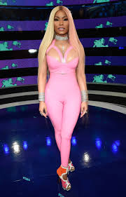 mtv vmas 2017 nicki minaj wears latex pink on red carpet