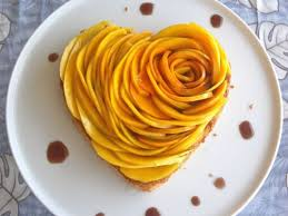 mango rose tart decorated with the chocolate syrup 2052014