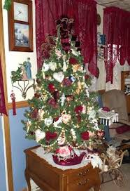 Decorate Christmas Tree Valentine S Day by Turned Our Christmas Tree Into A Valentines Day Tree Get To