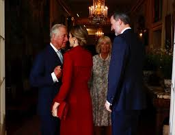 Cast Of Too Close For Comfort Prince Charles Enjoys Intimate Greeting With Queen Letizia Daily
