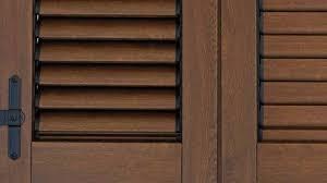 persiana in legno restaurare imposte di legno rovinate idee green