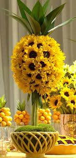 sunflower centerpieces sunflowers arranged beautifully pinteres