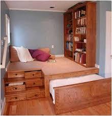 schlafzimmer naturholz inspirierende kleine schlafzimmer design und dekorieren ideen