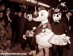 mickey minnie costumes disney wiki