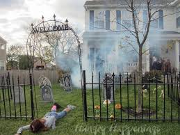 Scary Halloween Decorating Ideas For Outside by Best 25 Outdoor Halloween Decorations Ideas On Pinterest Diy Do It