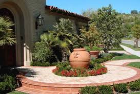 enlarging your small front yard using the right landscaping ideas