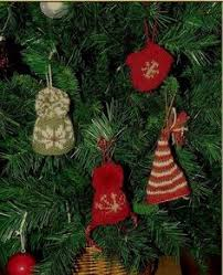 knitted mini stockings and other free knitted christmas ornaments