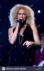 kimberly schlapman kimberly schlapman little big town perform live at the silverton