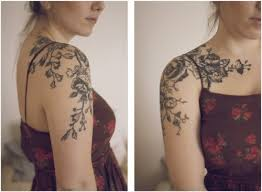 feminine roses tattoo on shoulder