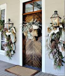 Outside House Decorations For Christmas by Best 25 Outside Christmas Decorations Ideas On Pinterest