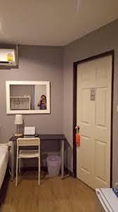 Cermin Brown meja n kursi dan ada cermin picture of corner bangkok