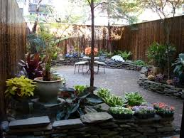 stealing garden look with small backyard ideas designoursign