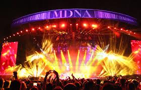 Famosos Madonna empresta palco de sua MDNA Tour para show da Lady Gaga no  @WB76