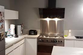 cuisine avec piano réalisations cuisine avec piano de cuisson avec ilôt de cuisines