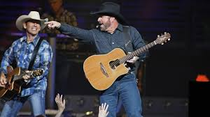 Hit The Floor Reviews - review garth brooks gives audience what it wants but nothing new