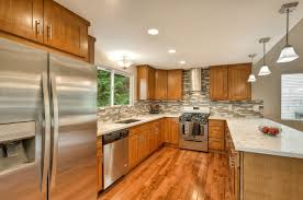 what color quartz goes with oak cabinets and stainless appliances honey shaker parawood pius kitchen bath kitchen