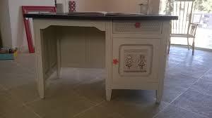 bureau repeint chambre customiser un bureau en bois ancien bureau repeint et