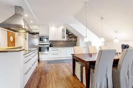 amenagement cuisine rectangulaire design interieur aménagement de combles coin repas table