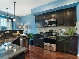 peindre des armoires de cuisine en bois peindre des armoires en bois repeindre une armoire avec un effet