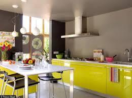 cuisine jaune citron peinture murale cuisine jaune avec decoration cuisine bleu et