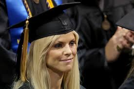 tiger woods thanksgiving 2009 elin nordegren peppers commencement speech with tiger woods jabs