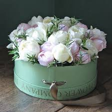 flowers in a box 66 best hat boxes images on flower boxes hat boxes