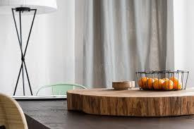 bureau rond bureau en bois rond sur la table image stock image du inspirer