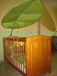 chambre bébé pin massif lit bébé en pin massif teinté miel gchangetout