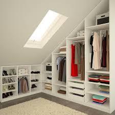 petit dressing chambre dressing dans les combles 12 ères d aménager et d optimiser
