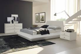 Contemporary White Leather Platform Bed Made In Italy - Modern white leather bedroom set