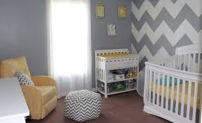 chambre bébé taupe et blanc chambre enfant chambre bébé fille gris blanc jaune motif chevrons