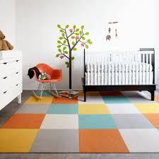 sol chambre enfant dossier préparer la chambre à coucher de bébé 5 decorer le sol