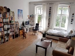 Wohnzimmer Ideen Bunt Dieses Große Wg Zimmer Ist Sehr Lebhaft Und Bunt Eingerichtet