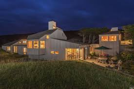 coastal norcal home designed by famed architect charles moore