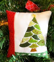 embroidered christmas embroidered christmas tree pattern and tutorial sew what