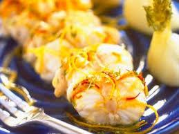 cuisiner la queue de lotte queue de lotte rôtie aux gousses d ail facile recette sur cuisine