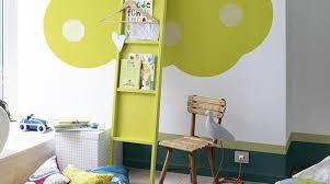 peinture pour chambre enfant peintures vives pour une chambre d enfant haute en couleurs