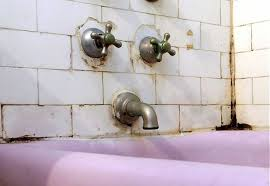 Diy Tile Bathtub Repairing A Ceramic Tile Bathtub Enclosure Old House Web