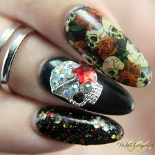 on a bed of roses halloween nail art with serum no 5