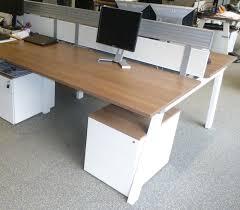 bureau avec plateau coulissant lot 1613 2 unites module de 2 bureaux droits de marque steelcase