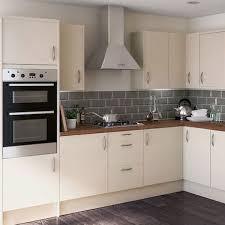 cream kitchen tile ideas extraordinary cream kitchen tiles gloss kitchens 177 home ideas